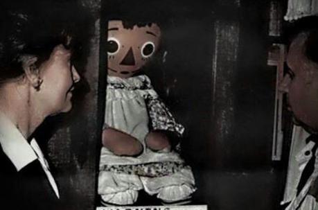 Ed et Lorraine Warren avec Annabelle la poupée possédée / Infinità Corse Voyance