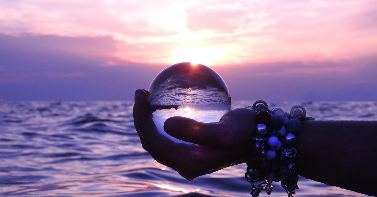 Significations des symboles dans la boule de cristal / Sophie Vitali