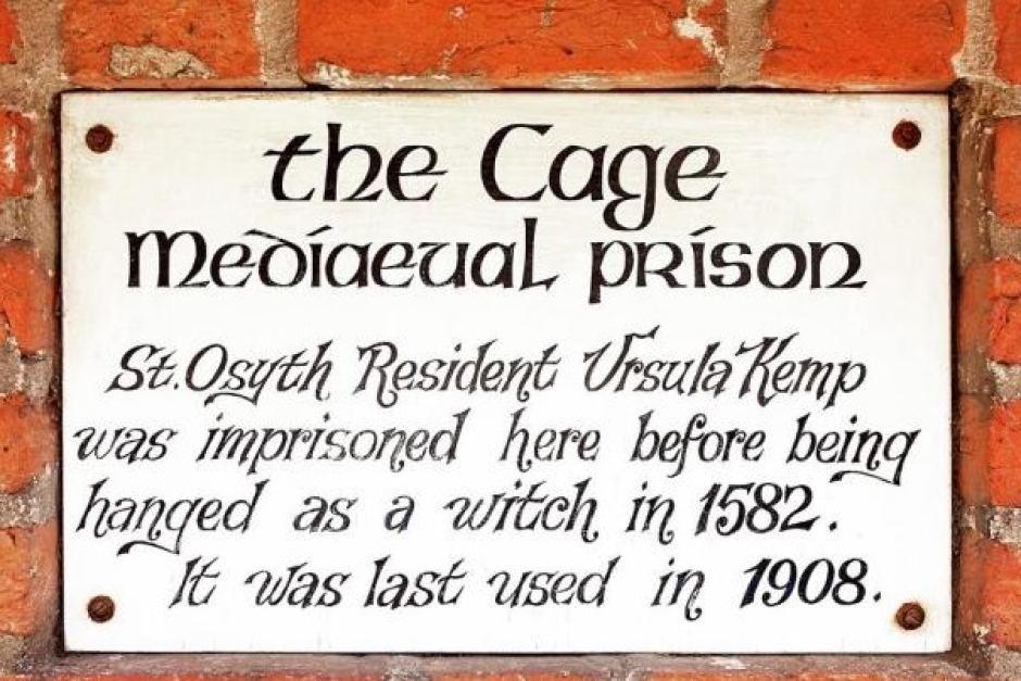 Plaque apposée sur la maison la plus hantée d'Angleterre : The Cage